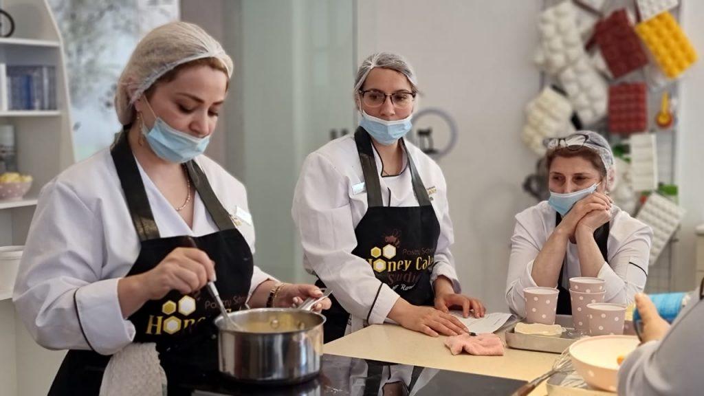 """""""Honey Cake Pastry School"""" Kulinariya İncəsənəti Məktəbini bitirənlər işlə təmin edilir – Mujde.az"""
